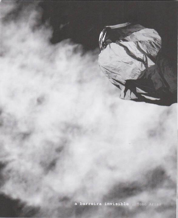Tono Arias - a barreira invisible, Dispara 2015, Cover - http://josefchladek.com/book/tono_arias_-_a_barreira_invisible