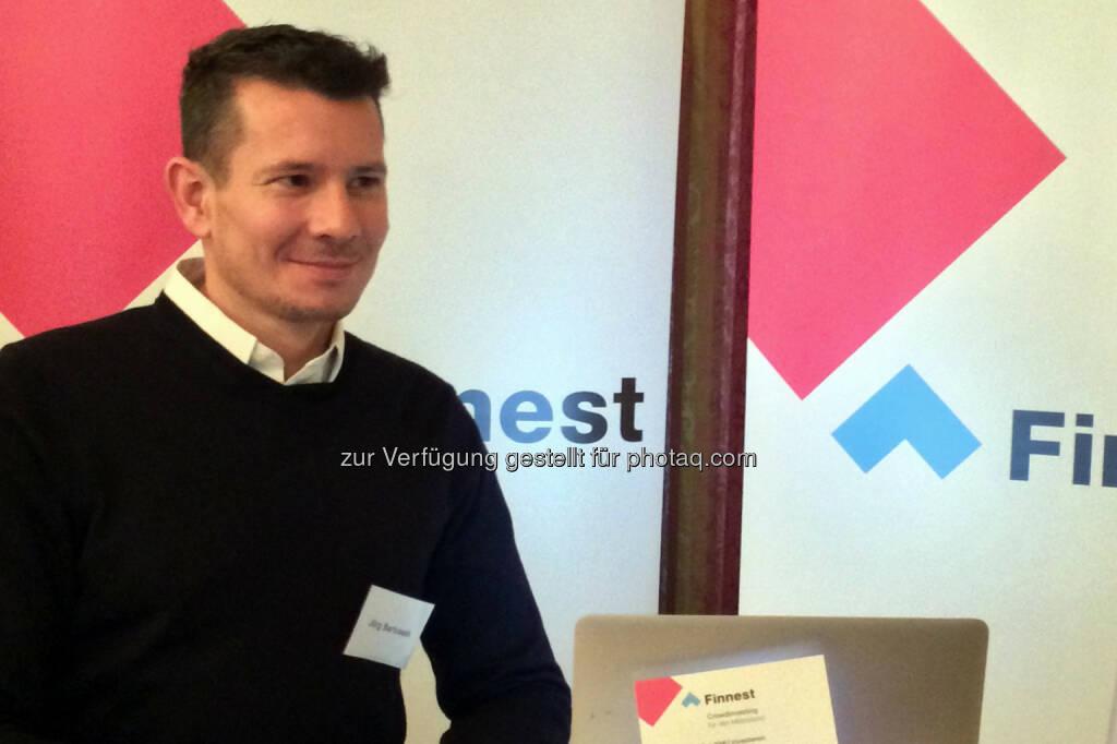 Joerg Bartussek (Finnest-Geschäftsführer) : Erstes Crowdfunding nach neuem Gesetz bringt Rekordergebnis : Biogena sammelt auf www.finnest.at auf Anhieb über eine halbe Million Euro von der Crowd ein. Top-Verzinsung mit 6% : Fotocredit: Finnest GmbH, © Aussendung (02.11.2015)