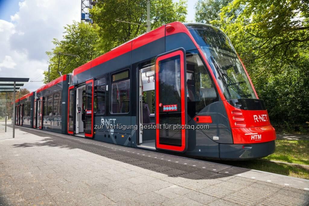 Avenio, Den Haag : Straßenbahn Avenio nimmt in Den Haag Betrieb auf : Insgesamt 60 Straßenbahnen bei Siemens bestellt : Fertigung im Siemens-Werk in Wien Simmering : Drehgestelle kommen aus Graz : © Siemens AG, © Aussendung (03.11.2015)