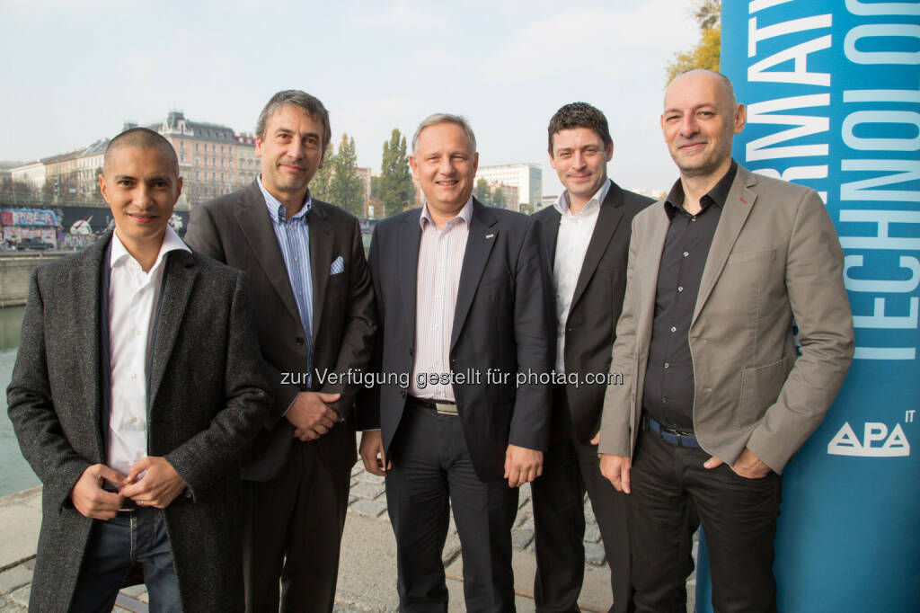 Patricio Hetfleisch (Chefredakteur Online/Digital Tiroler Tageszeitung), Maurizio Berlini (Managing Director Goldbach Media), Alexander Falchetto (GF APA-IT), Alexis Johann (GF styria digital one), Marcus Hebein (Moderation) : Online-Videos als Hoffnungsträger für Unternehmen und Medien : Audiovisueller Content: Qualität, Akzeptanz, Umsatzdruck, technische Realisierbarkeit, Werbeträger – das waren die Schlagworte der gestrigen Podiumsdiskussion beim APA-IT-BusinessBreakfast : Fotocredit: APA-IT/APA-Fotoservice/Krisztian Juhasz, © Aussender (04.11.2015)