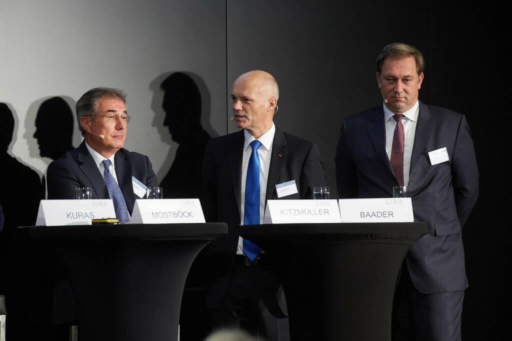 Fritz Mostböck, Erste Group Bank AG / ÖVFA  - Günter Kitzmüller, Rosenbauer International AG - Nico Baader, Baader Bank AG , © APA-Fotoservice für CIRA. Mit freundlicher Genehmigung der CIRA. (04.11.2015)