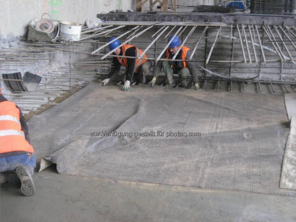 Der Betoniervorgang eines Bauabschnittes dauert ca. 12 Stunden, wobei in dieser Zeit über eine Pumpe ca. 500 m3 Beton befördert werden und der Beton in 55 Transportfahrten auf die Baustelle gebracht wird - Immofinanz, © Immofinanz (26.03.2013)