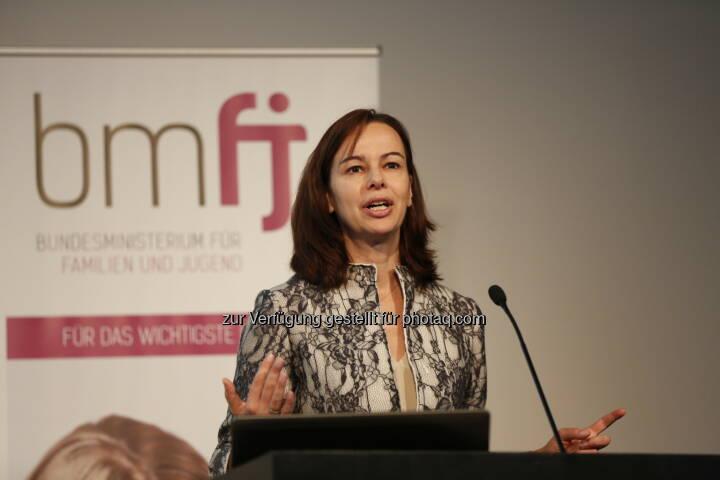 """Sophie Karmasin (Bundesministerin) : Auftakt für das Forum Familienfreundlichkeit im Rahmen der Initiative """"Unternehmen für Familien"""" in Graz : Fotocredit: bmfj/Loske"""