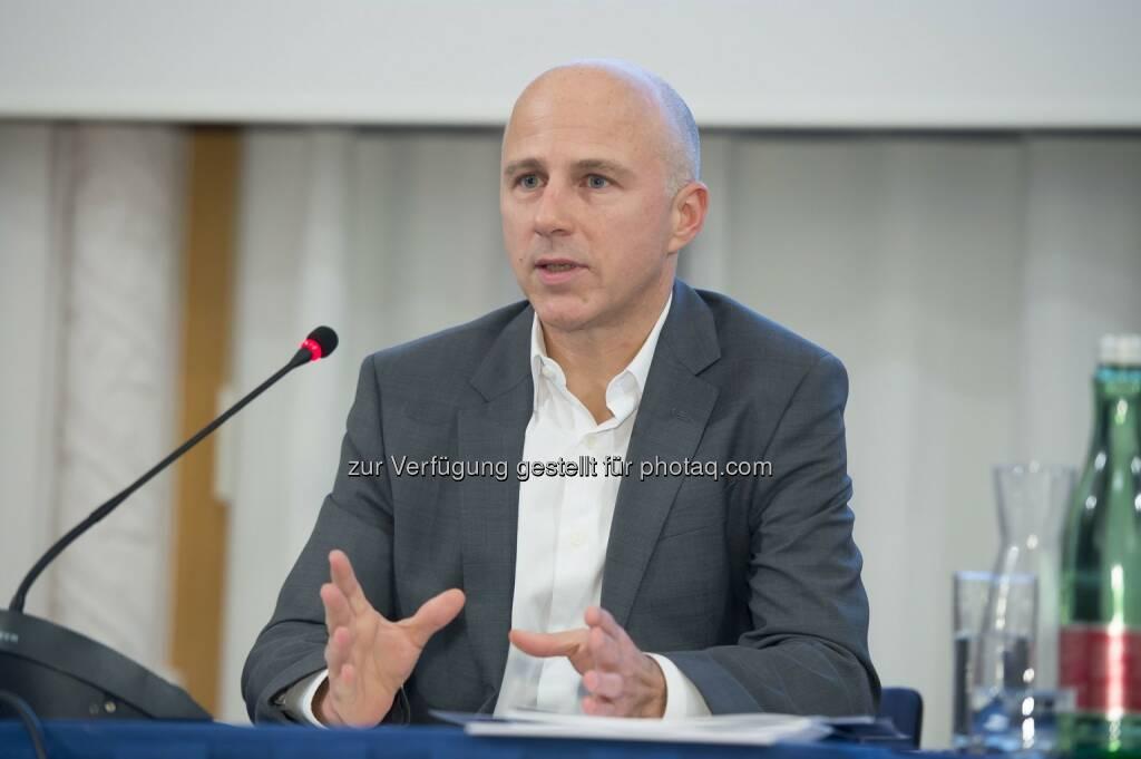 Andreas Koman (Tele2) : Ispa Vorstand gewählt : Mitglieder setzen bei der Wahl auf Kontinuität : Andreas Koman wird als Ispa Präsident bestätigt : Fotocredit: Ispa/APA-Fotoservice/Hörmandinger, © Aussendung (16.11.2015)