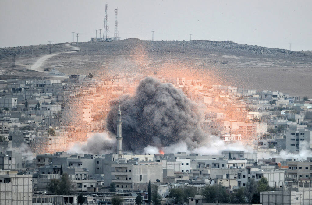 Syrien, Angriff, Bombe, Einschlag, Explosion, <a href=http://www.shutterstock.com/gallery-3628367p1.html?cr=00&pl=edit-00>Orlok</a> / <a href=http://www.shutterstock.com/editorial?cr=00&pl=edit-00>Shutterstock.com</a>, Orlok / Shutterstock.com, © www.shutterstock.com (17.11.2015)