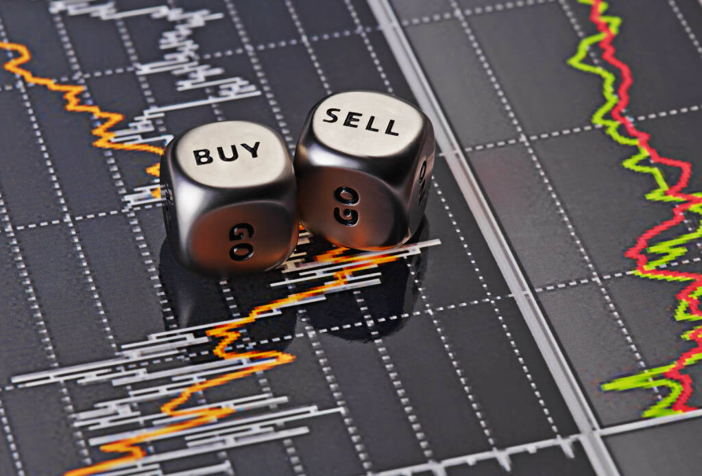 Buy, Sell, Aktien, Handeln, Trade, Kurs http://www.shutterstock.com/de/pic-132837878/stock-photo-dices-cubes-to-trader-cubes-with-the-words-sell-buy-on-financial-chart-as-background-selective.html, © www.shutterstock.com (20.11.2015)