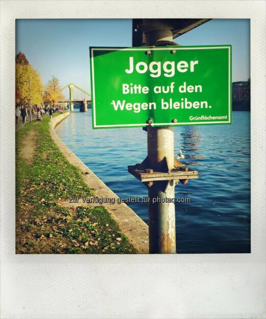 Jogger bitte auf den Wegen bleiben, © Dirk Herrmann (20.11.2015)