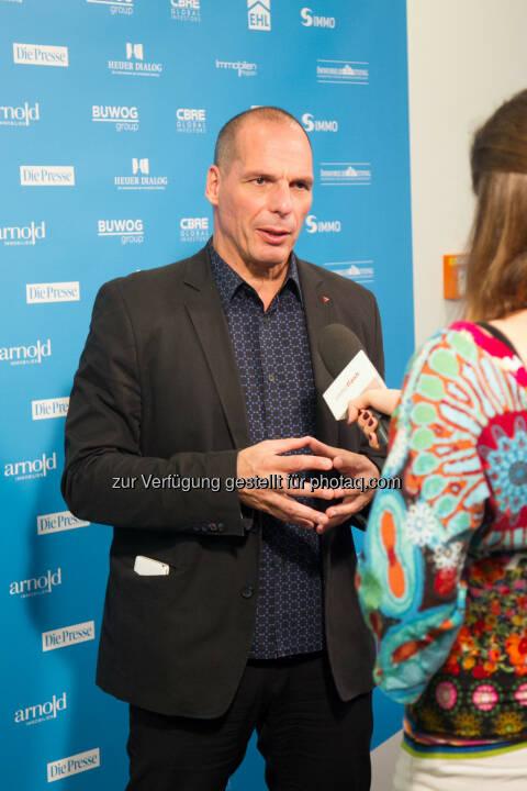 Yanis Varoufakis : Yanis Varoufakis äußert sich negativ auf der re.comm 15 in Kitzbühel zum verabschiedeten Reformpaket : Dies sei nur ein kleiner Teil eines Programms, das geschaffen wurde, um zu scheitern : Fotocredit: Jana Madzigon / epmedia