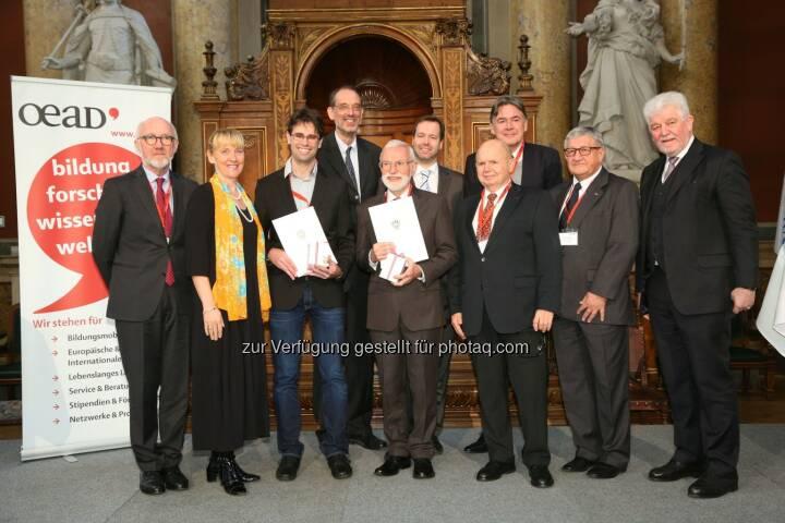 """Anton Mair (bmeia), Barbara Weitgruber (bmwfw), Robert Hafner (Uni Innsbruck), Heinz Faßmann (Uni Wien), Georg Grünberg (Uni Wien), Stefan Zotti (OeAD-GmbH), Gerhard Glatzel (Kommission Interdisziplinäre Ökologische Studien, ÖAW), Andreas Obrecht (OeAD-GmbH), Erich Thöni (Vors. des Kuratoriums Kommission Entwicklungsforschung), Hubert Dürrstein (GF OeAD-GmbH) : BM Reinhold Mitterlehner : """"Österreichs Forscher leisten wertvollen Beitrag zur Entwicklungszusammenarbeit"""" : Bmwfw und OeAD verleihen Preise für Entwicklungsforschung an Georg Grünberg und Robert Hafner : Fotocredit: OeAD-GmbH/APA-Fotoservice/Schedl"""