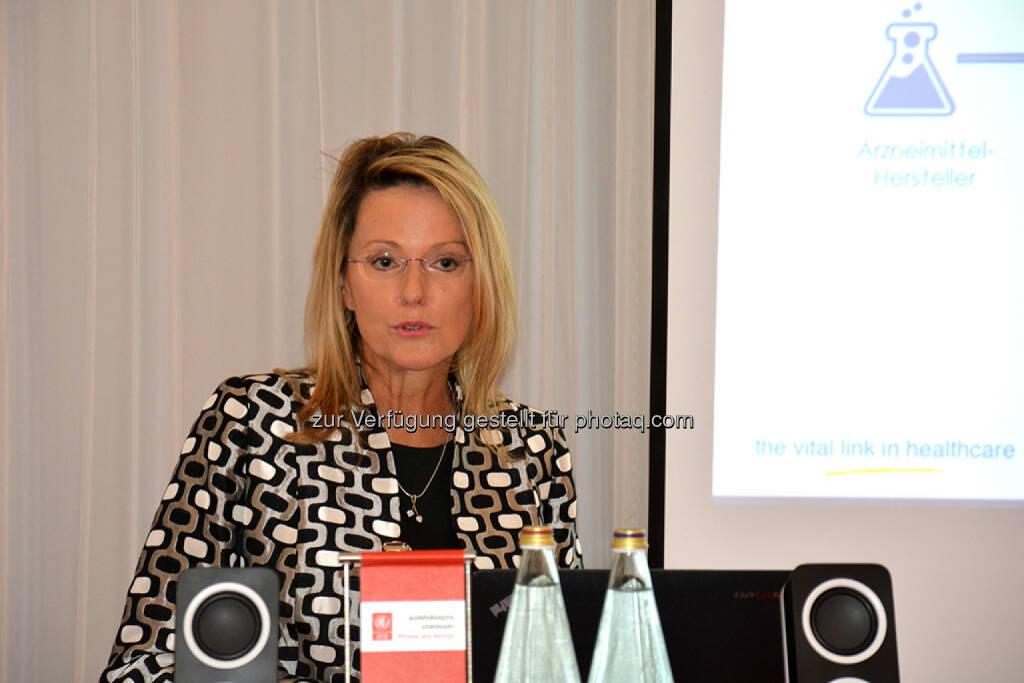 Monika Derecque-Pois, GIRP : IIR Kongress pharmaKON 2015 in Wien : Zu gut um echt zu sein – Kann man gefälschte Arzneimittel überhaupt erkennen? : Fotocredit: IIR GmbH, © Aussender (24.11.2015)