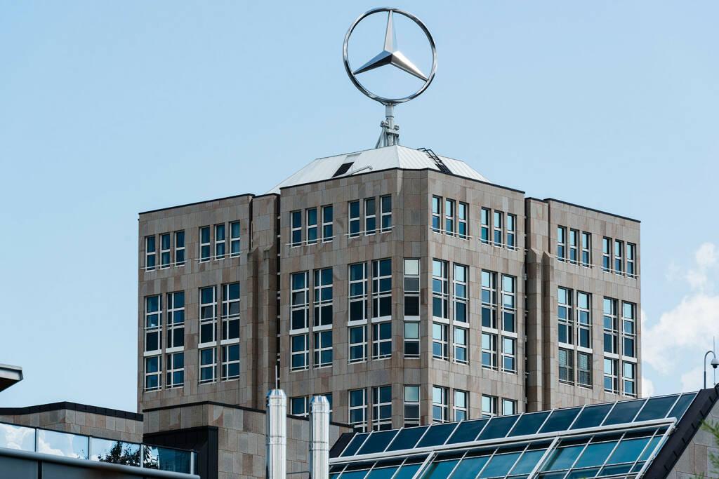 Daimler Headquarter, Mercedes, Stern, Stuttgart <a href=http://www.shutterstock.com/gallery-501652p1.html?cr=00&pl=edit-00>Frank Gaertner</a> / <a href=http://www.shutterstock.com/editorial?cr=00&pl=edit-00>Shutterstock.com</a>, © www.shutterstock.com (25.11.2015)