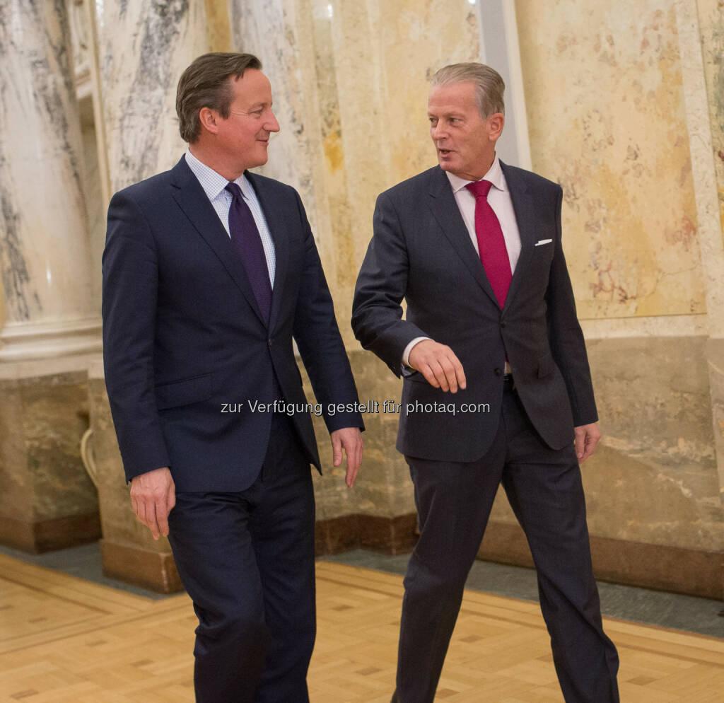David Cameron, Reinhold Mitterlehner : Vizekanzler Mitterlehner traf britischen Premierminister Cameron: Wir brauchen ein starkes Großbritannien in der Europäischen Union : Gespräch über Flüchtlingskrise, Sicherheitslage und britisches Referendum über EU-Mitgliedschaft - Aktuelle Herausforderungen erfordern gemeinsame Lösungen : Fotocredit: bmwfw/Glaser, © Aussender (26.11.2015)