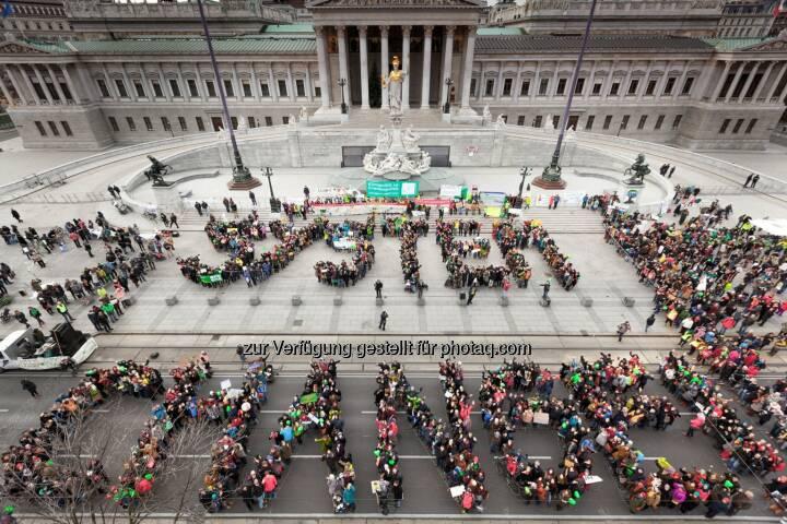 Wien: 2000 demonstrieren für System Change, not Climate Change! :  Climate March fordert Klimagerechtigkeit und angemessene Lösungen in der Klimapolitik : Fotocredit: System Change, not Climate Change/Kobal