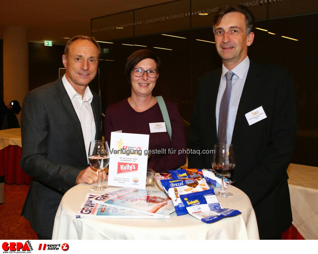 Anton Schutti (Sporthilfe), Denise Giselbrecht and Johann Martin Schachner (Photo: GEPA pictures/ Christian Ort), © Sporthilfe/GEPA (01.12.2015)