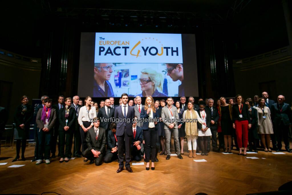 Bridgestone gegen Jugendarbeitslosigkeit : Der Reifenhersteller unterstützt Europäischen Pakt für die Jugend : Am 17. November wurde der Pakt für die Jugend von der Europäischen Kommission und führenden Unternehmen in Brüssel geschlossen, um die Beschäftigung arbeitsloser Jugendlicher anzukurbeln : Fotocredit: Bridgestone, © Aussendung (04.12.2015)