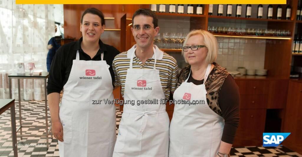 """""""Für hundert Leute zu kochen ist eine aufregende Erfahrung.""""  Michael kocht Suppen, verlädt Lebensmittelspenden und will so Obdachlosen und Bedürftigen in Wien eine warme Mahlzeit verschaffen. Erfahren Sie mehr über sein soziales Engagement: http://spr.ly/6180Br0nm  Source: http://facebook.com/SAP, © Aussender (06.12.2015)"""