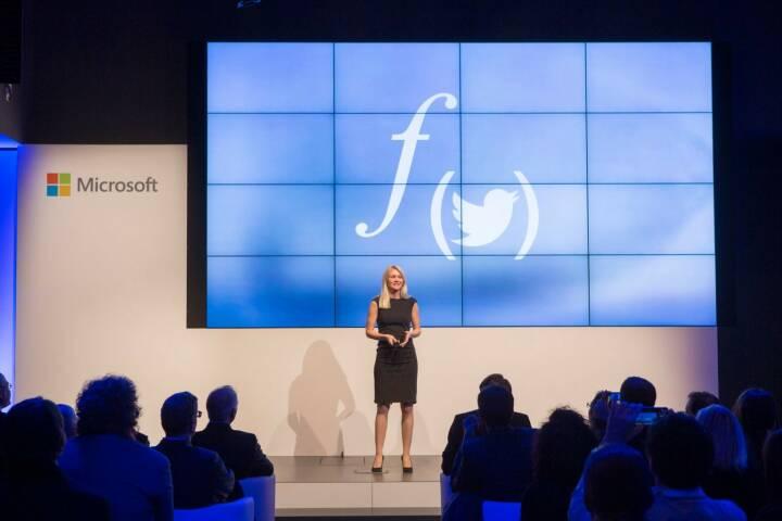Larissa Lielacher präsentiert Flockpit © Microsoft