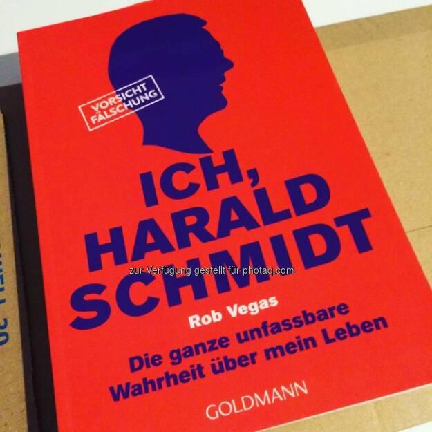 Warum müssen Sie dieses Buch unbedingt haben? Der beste Grund erhält ein Exemplar geschenkt.(Ende 11.12.15 13 Uhr) http://twitter.com/BonitoTV/status/673914930417016833/photo/1  Source: http://twitter.com/BonitoTV (08.12.2015)
