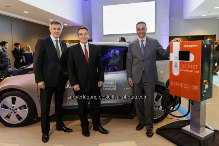 """Peter Schwarzenbauer (BMW), Achim Steiner (UNEP), Dimitrios Papadogonas (ChargePoint) : Vereinte Nationen (UN) verleihen """"Momentum for Change"""" Auszeichnung an BMW i und ChargePoint: © BMW Group"""