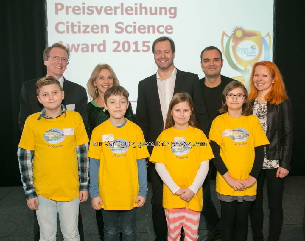 Christian Smoliner (Bmwfw), Marie Céline Loibl (Bmwfw), Stefan Zotti (OeAD-GmbH), Bernhard Weingartner (TU Wien), Petra Siegele (OeAD-GmbH), Jason Hirsch, Fabian Dombacher, Leoni Pejic, Emely Beranek (VS Oberlaa, Wien): OeAD (Österreichische Austauschdienst)-GmbH: Verleihung des Citizen Science Awards 2015,  © OeAD-GmbH/APA-Fotoservice/Hinterramskogler, © Aussendung (15.12.2015)