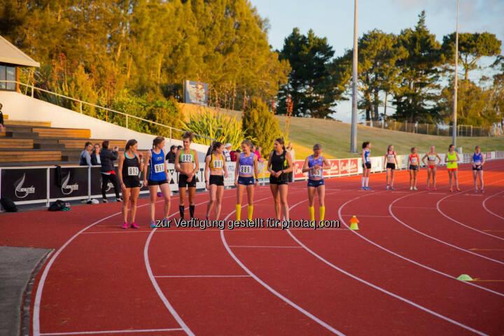 Anna und Lisa Hahner in Auckland, NZ, vor dem Start, Track and Field