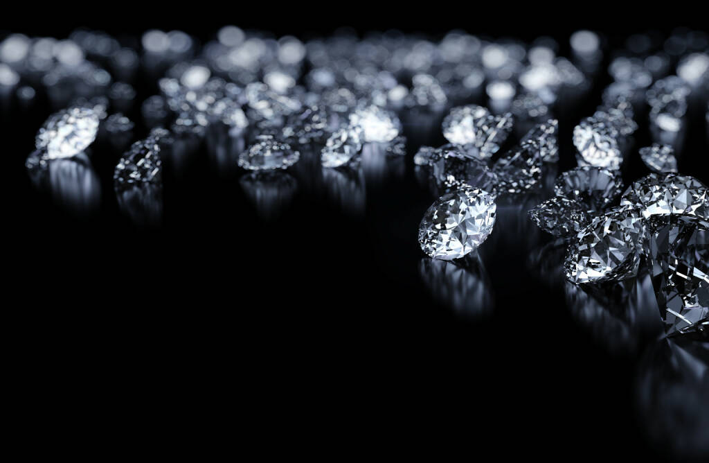 Diamant, Diamanten http://www.shutterstock.com/de/pic-114395257/stock-photo-diamonds-background-with-space-for-text.html, © www.shutterstock.com (16.12.2015)