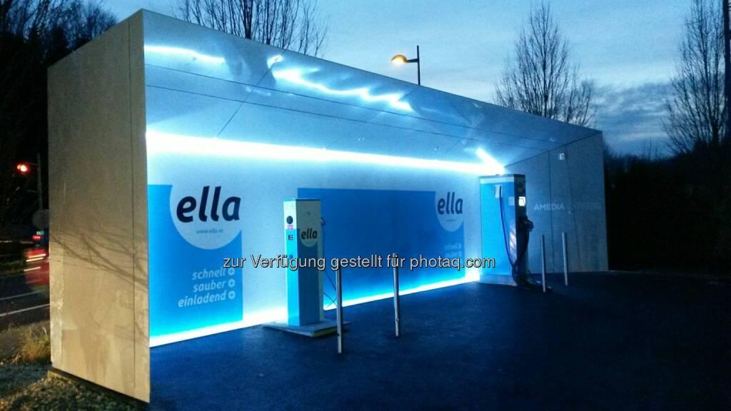 ELLA-Schnellladestation Sattledt geht ans Netz : Direkt an der A1 W.E.B-Grünstrom laden : Perfekter Standort am Verkehrshotspot A1 – Knoten Voralpenkreuz : Fotocredit: ELLA AG, © Aussendung (17.12.2015)