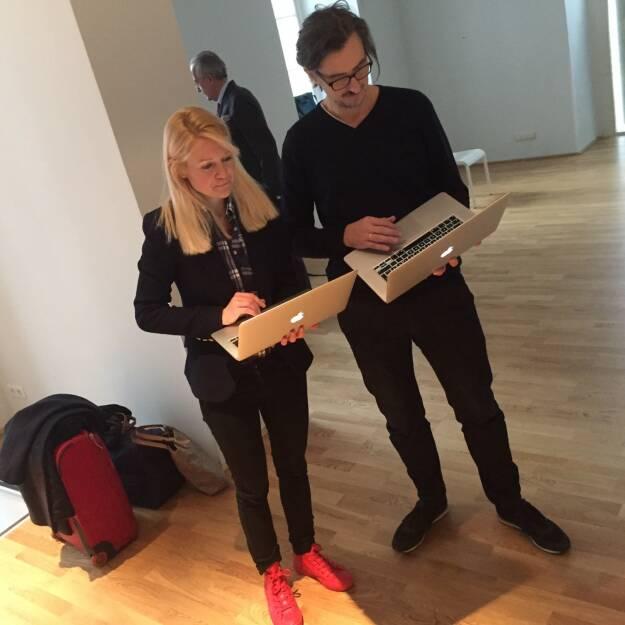 Apple - Put on your red shoes and dance the blues, Larissa Lielacher und Josef Chladek (23.12.2015)