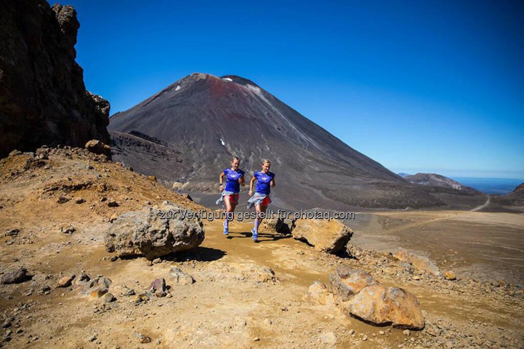 Lisa und Anna Hahner,Tongariro Alpine Crossing, NZ, &copy; <a href=