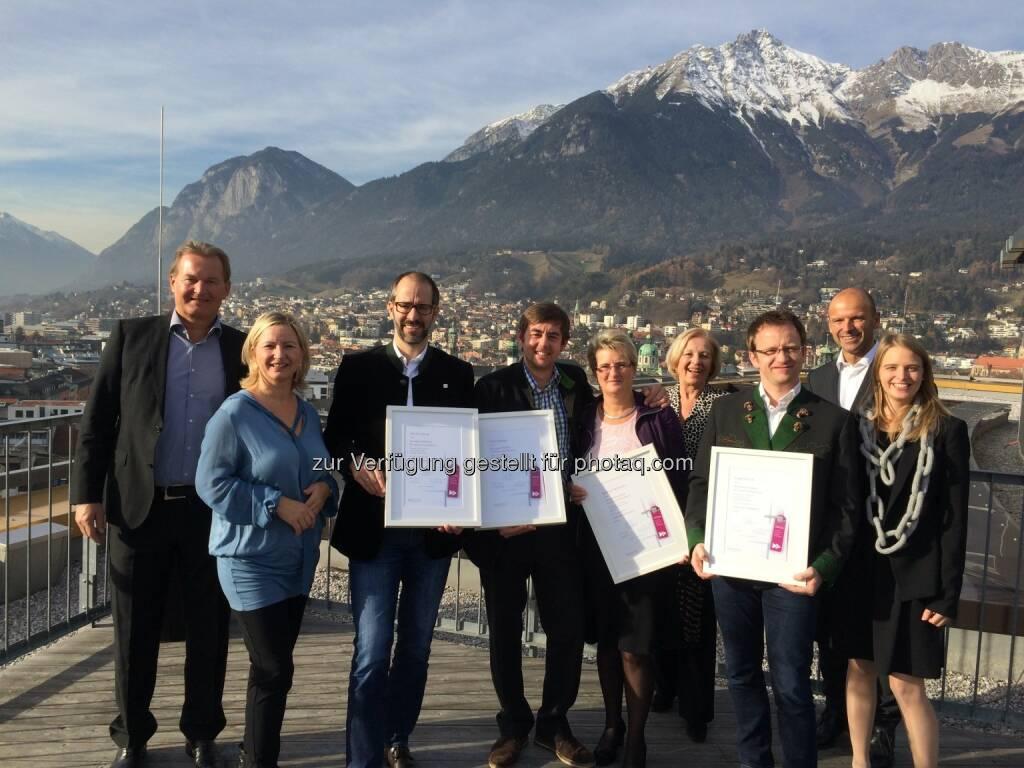 Harald Ultsch (Adler Gruppe & Harrys Home), Margot Maaß (Die Sinnstifter), Markus Stemer (Sporthotel Silvretta Montafon), Fabian Reisigl (Oberstdorf Resorts & Oberstdorf Hostel), Barbara Neuhauser (Hotel Alpenrose, Maurauch/ Achensee), Elfriede Krempl (Generatio Hotel Management Consulting), Siegfried Zink (Tourismusverband Ausseerland), Hubert Siller (MCI Innsbruck), Tina Brandstetter (Generatio Hotel Management Consulting) : Würdiger Abschluss der Direktorenakademie : Absolventen des Lehrgangs 2014/15 erhalten ihr Diplom: Fotocredit: Genèratio Hotel Management Consulting, © Aussendung (28.12.2015)