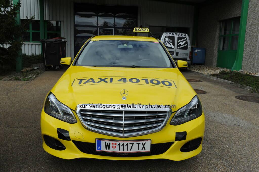 Taxi von 40100 : Schonungsloser Test für Wiener Taxis : 800 Wiener Taxis wurden bei einem Mystery Shopping auf Herz und Nieren geprüft : Ergebnis: Taxi 40100 bietet Sauberkeit und beste Servicequalität : Fotocredit: Taxi 40100, © Aussender (28.12.2015)