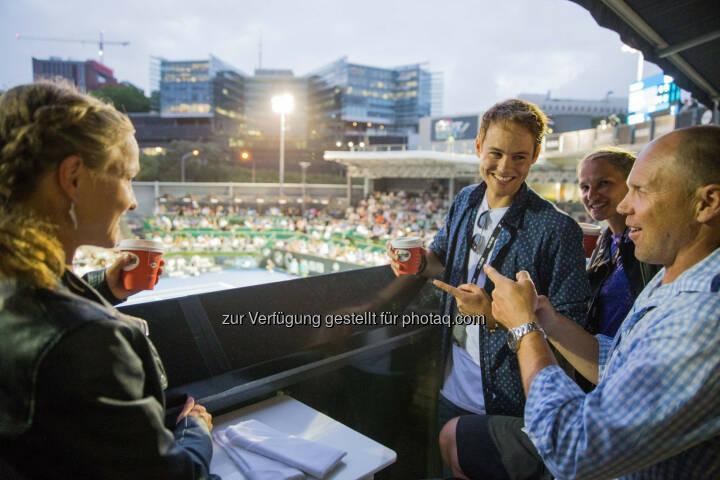 Anna und Lisa Hahner, Jeff Wilson (ehem. All Blacks Spieler), DTM Fahrer Tom Blomqvist