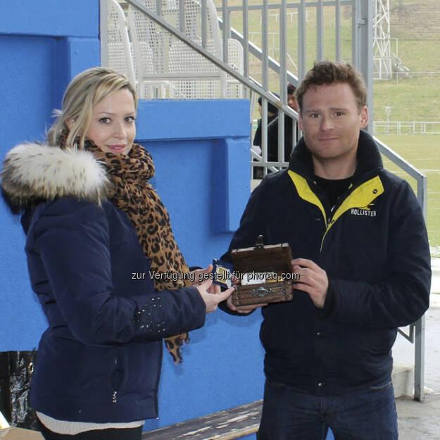 philoro hatte am 29. März zur Schatzsuche im Stadion der Hohen Warte eingeladen. Es ging um einen Schatz aus purem Gold, Wert mehr als 1500 Euro. Hier Bilder von der Schatzsuche., &copy; <a href=