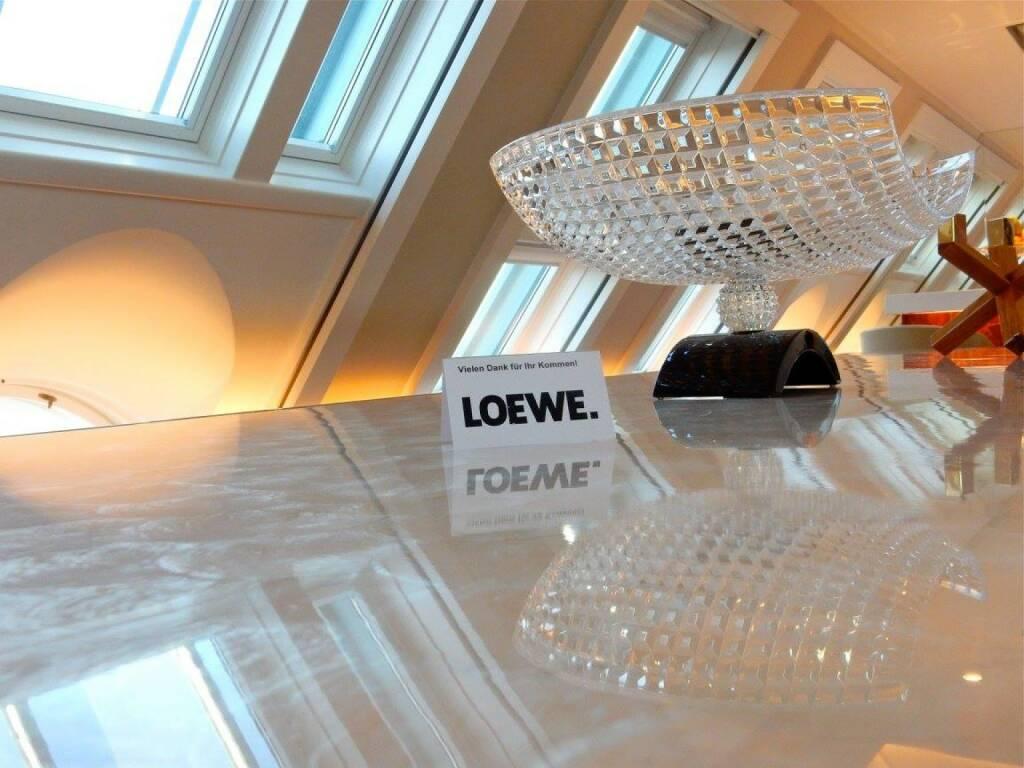 LOEWE-PK im Park Hyatt, Jänner 2016: Mit seiner Premium-Strategie, seinem vielfach ausgezeichneten Design und seiner hochwertig gearbeiteten Produktpalette, die nicht nur TV-Geräte, sondern auch Komplett-Lösungen im Audio- und Home-Entertainment-Bereich umfasst, ist LOEWE dabei, den Markt (zurück) zu erobern.  (18.01.2016)