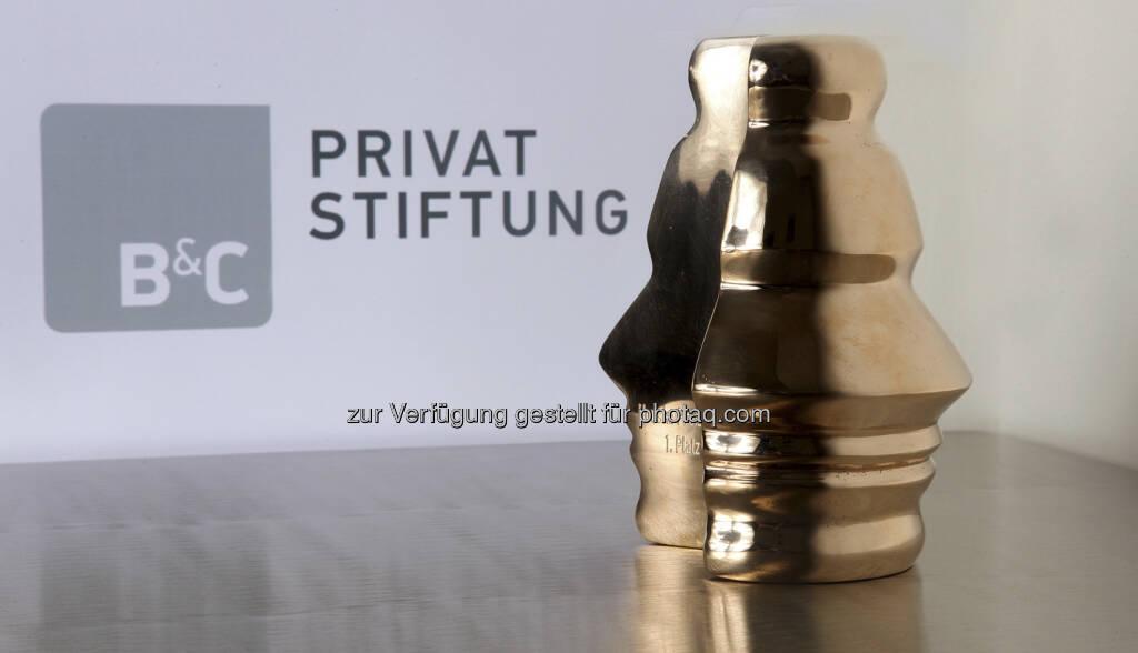 Houskapreis 2013: Nominierte für Forschungspreis stehen fest - Die zehn besten universitären Forschungsprojekte Österreichs des Jahres 2013 stehen fest. Sie sind für den mit insgesamt 300.000 Euro dotierten Houskapreis nominiert – dem größten privaten Forschungspreis Österreichs, der jährlich von der B&C Privatstiftung vergeben wird. Jedes der heute nominierten Projekte heimischer Universitäten ist bereits ein Gewinner, denn die Plätze 1 bis 10 sind mit 120,000,-. 70.000,-, 40.000,- bzw. je 10.000,- Euro dotiert. Gleich drei der Top 10-Nominierungen für den heimischen Forschungs-Oscar gehen nach Innsbruck und Graz. Weiters sind dieses Jahr Projekte aus Wien, Linz und Klagenfurt nominiert. Die Verleihung und Bekanntgabe der finalen Reihung der Nominierten, findet am 25. April 2013 im Rahmen einer feierlichen Gala in Wien statt. (04.04.2013)