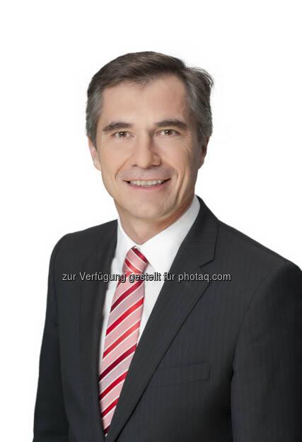 """Die österreichische Leasingwirtschaft konnte 2012 mit 5 Mrd. Euro wieder einen wichtigen Beitrag zur Investitionstätigkeit in Österreich leisten. Fachausschuss-Vorsitzender Peter Stanzer: """"Die Leasingunternehmen sind ein Motor der heimischen Wirtschaft!"""" (c) Aussendung   (04.04.2013)"""