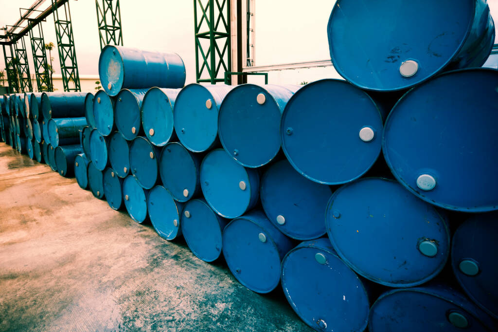 Öl, Erdöl, Ölfässer http://www.shutterstock.com/de/pic-316027709/stock-photo-industry-oil-barrels-or-chemical-drums-stacked-up-fillter-image-processed.html, © www.shutterstock.com (20.01.2016)