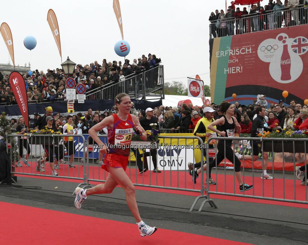 Das Frauenfeld des 30. Vienna City Marathon am 14. April verspricht mit mehreren europäischen und afrikanischen Spitzenläuferinnen ein mitreißendes Rennen. Die Italienerin Rosaria Console, VCM-Siegerin von 2004 mit Bestzeit 2:26:10 Stunden aus dem Jahr 2011, und die Vorjahreszweite Olga Glok (Bild) aus  Russland (PB 2:27:18) treffen auch schnelle und vielversprechende Läuferinnen aus Äthiopien und Kenia. Credit: VCM / Niki Wagner (04.04.2013)
