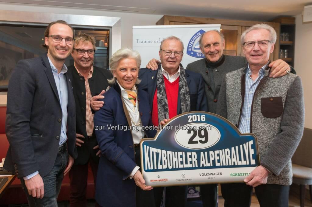"""Mike Mayr-Reisch, Markus Christ (GF Alpenrallye), Signe Reisch (Präsidentin Kitzbühel Tourismus), Rudolf Höfinger, Hans-Joachim """"Strietzel"""" Stuck (Alpenrallye Ehrenpräsident), Rupert Mayr-Reisch : 29. Kitzbüheler Alpenrallye: 180 Automobilklassiker auf den schönsten Alpenstraßen : Fotocredit: Kitzbüheler Alpenrallye/APA-Fotoservice/Feichter, © Aussendung (20.01.2016)"""