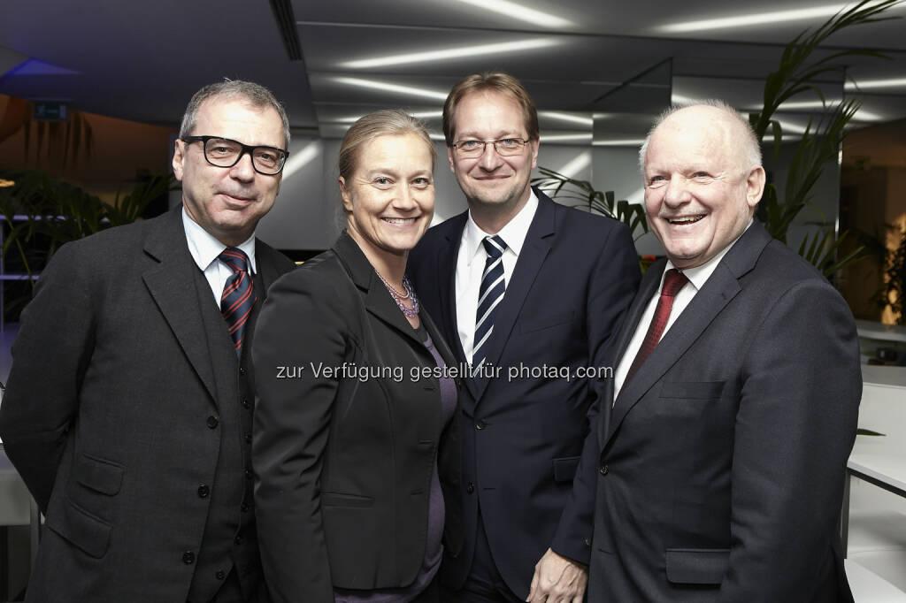 Accenture Managing Director Michael Büttner mit Barbara Enzinger (Wienerberger), Gerhard Zotter (BBG), Reinhard Pinzer (Siemens), © Fotocredit: K.Rossboth/APA/Accenture (22.01.2016)
