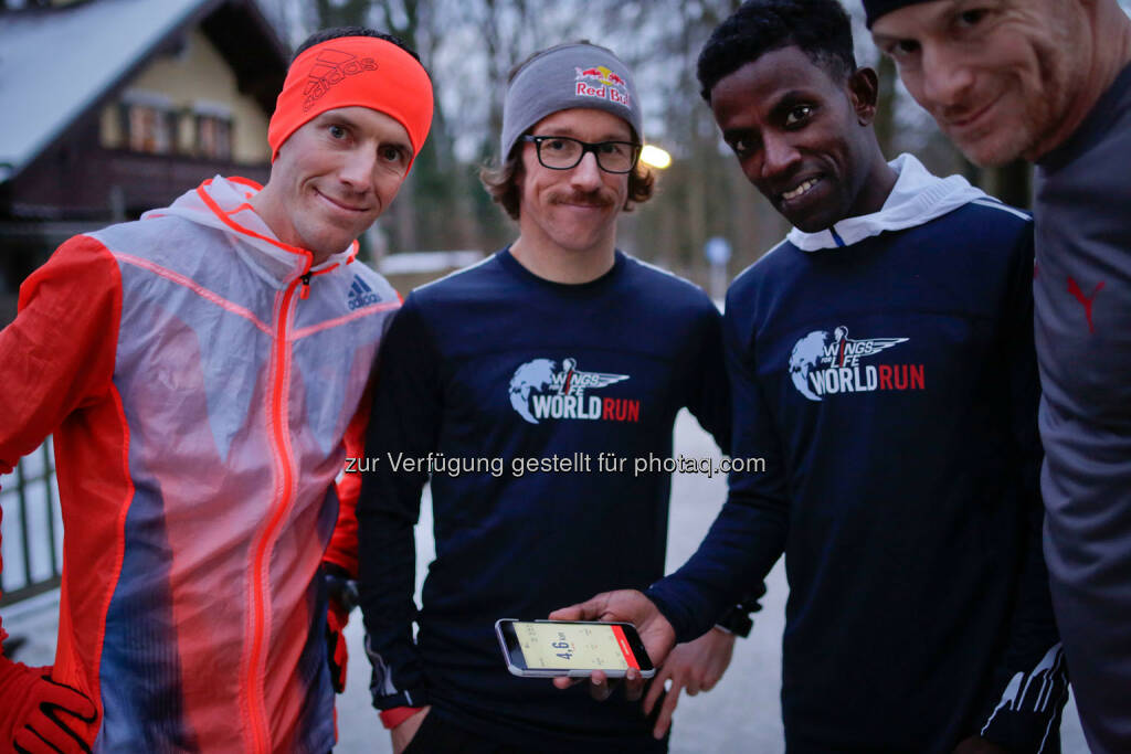 Florian Neuschwander ( middle ) and  Lemawork Ketema ( 3rd from left ) with Werner Schrittwieser at the Wings for Life World Run event in Munich 23rd of January 2016 (Bild: Daniel Grund) (24.01.2016)