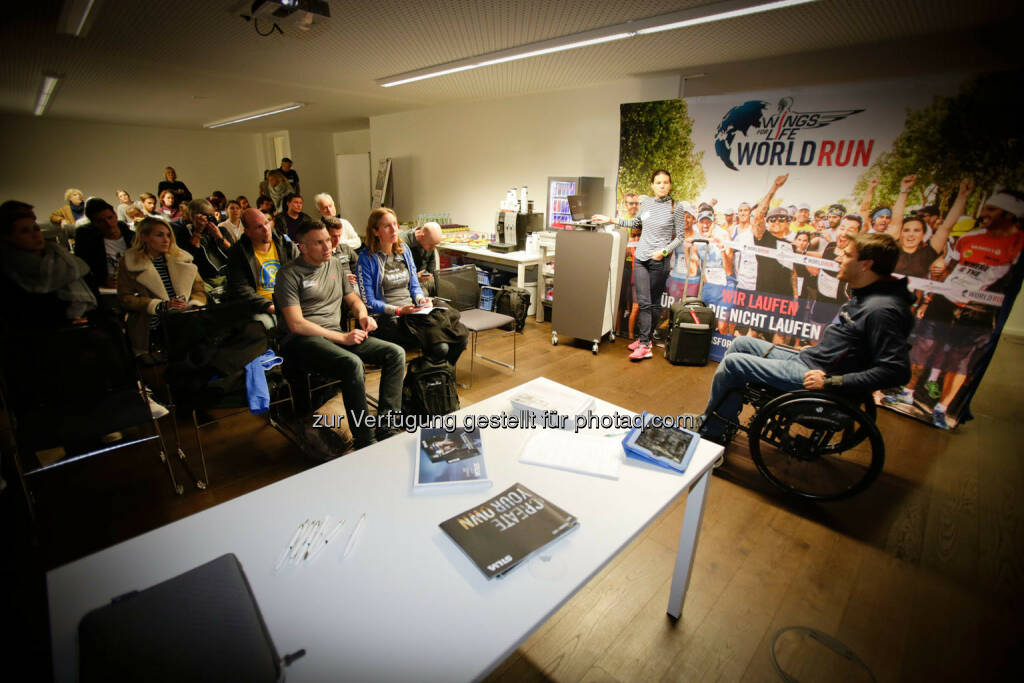 Wolfgang Illek  talking to participants of the Wings for Life World Run event in Munich 23rd of January 2016 (Bild: Daniel Grund) (24.01.2016)
