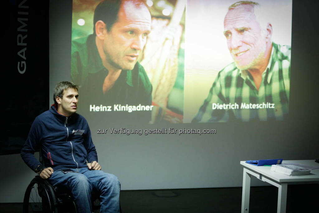 Heinz Kinigadner Dietrich Mateschitz Hintergrund: Wolfgang Illek  talking to participants of the Wings for Life World Run event in Munich 23rd of January 2016 (Bild: Daniel Grund) (24.01.2016)