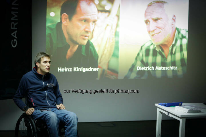 Heinz Kinigadner Dietrich Mateschitz Hintergrund: Wolfgang Illek  talking to participants of the Wings for Life World Run event in Munich 23rd of January 2016 (Bild: Daniel Grund)