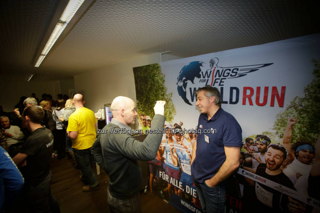 Thomas Smogawetz talking to participants at the Wings for Life World Run event in Munich 23rd of January 2016 (Bild: Daniel Grund) (24.01.2016)