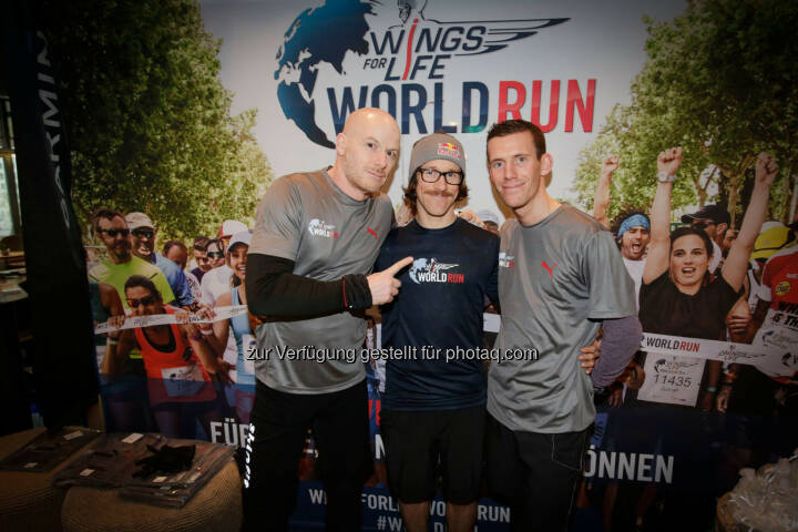 Participants at the Wings for Life World Run event in Munich 23rd of January 2016, Thomas Rottenberg on the left  (Bild: Daniel Grund)