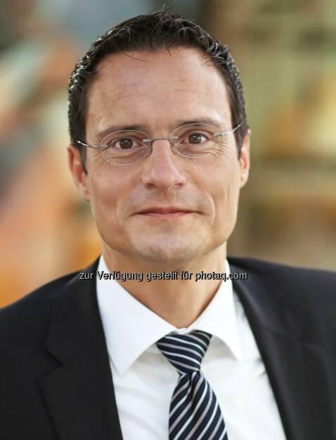 Daniel Baur, Managing Director und Technologie-Experte Accenture Österreich : Accenture Technology Vision 2016: In der digitalen Wirtschaft gewinnt, wer die Menschen in den Mittelpunkt stellt : Fünf Trends werden die digitale Wirtschaft prägen: stärkere Automation, digitale Plattformen, vorhersehbare Disruption, 'Liquid Workforce' und digitales Vertrauen : Fotocredit: Accenture/MagArt.GregorHartl, © Aussender (27.01.2016)