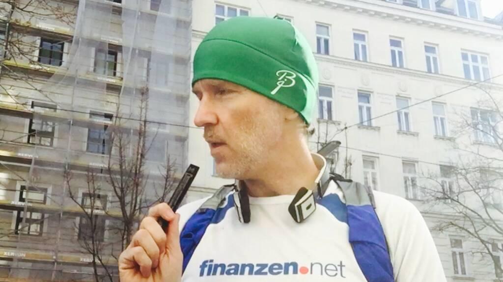 finanzen.net - Runshirt, überbracht von Nina Bergmann anlässlich http://boerse-social.com/virtuellemesse/300915, dazu Olympus VP-10 Aufnahmegerät im Schultergurt und die Ideen sprudeln ... (30.01.2016)
