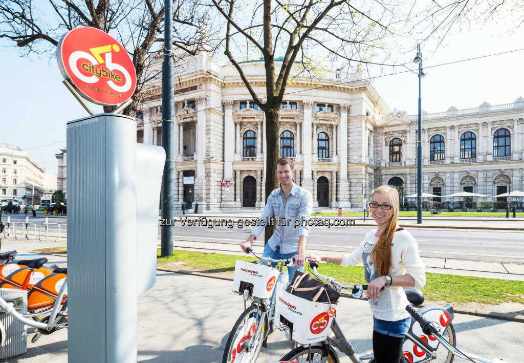 Citybike-Station in Wien : Das Erfolgsprojekt Citybike Wien konnte auch 2015 mehr als positiv bilanzieren. Erstmals ist es gelungen die Ein-Millionengrenze bei der Anzahl der Fahrten zu überschreiten : Auch die Anzahl der Neuanmeldungen lag 2015 bei 107.512 und somit höher als zuvor : Fotocredit: Gewista, © Aussendung (02.02.2016)