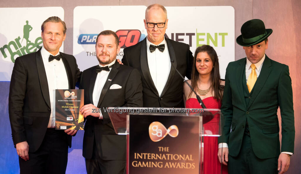 Bo Wänghammar (Mr Green CEO) bei der Preisverleihung in London : International Gaming Award kürt Mr Green als Mobiles Casino des Jahres 2016 : Fotocredit: (c) Mr Green Limited (TM) https:://www.mrgreen.com, © Aussendung (11.02.2016)